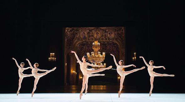 『ルネッサンス』photo Julien Benhamou/Opéra national de Paris