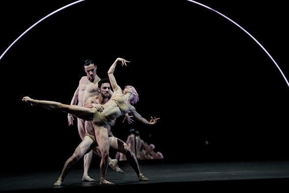 『Tree of codes』 photo Little Shao/ Opéra national de Paris