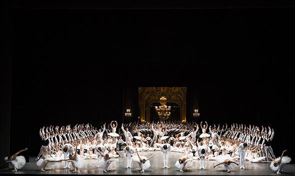 「デフィレ」(C) Opéra national de Paris/ Julien Benhamou