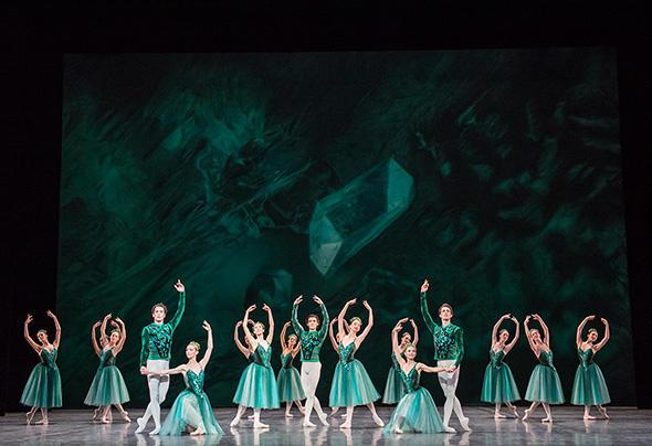 「エメラルド」(C) Opéra national de Paris/ Julien Benhamou