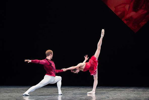 ヴァレンティーヌ・コラサント、フランソワ・アリュ (C) Opéra national de Paris/ Julien Benhamou