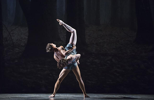 『フォーン』photo Julien Benhamou/ Opéra national de Paris