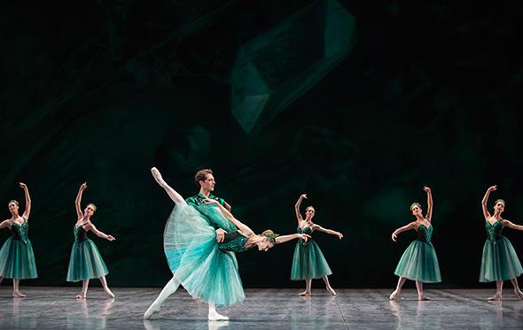 「ジュエルズ」photo Julien Benhamou/ Opéra national de Paris