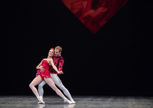 pari1802b_09.jpg 「ジュエルズ」ルビー photo Julien Benhamou/ Opéra national de Paris