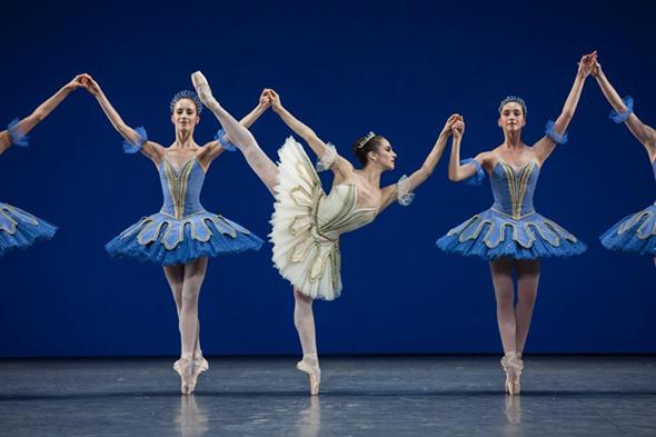 「テーマとヴァリエーション」photo Ann Ray/ Opéra national de Paris