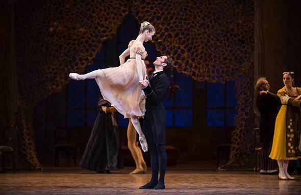 ミリアム・ウルド=ブラーム、マチュー・ガニオ (C) Opéra national de Paris/ Julien Benhamou