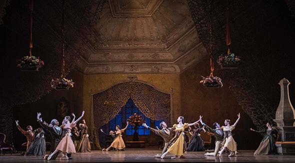 パリ・オペラ座バレエ団 『オネーギン』(C) Opéra national de Paris/ Julien Benhamou