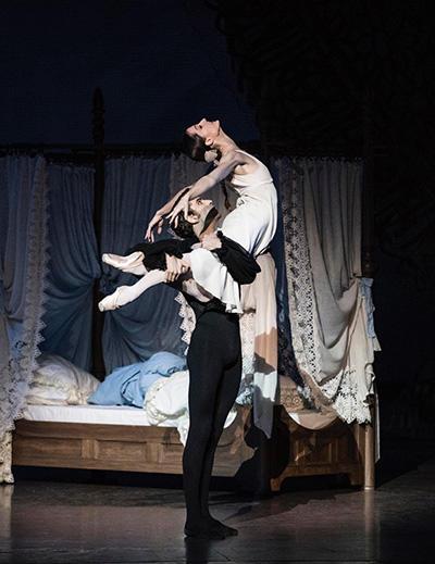 ドロテ・ジルベール、オードリック・ブザール (C) Opéra national de Paris/ Julien Benhamou