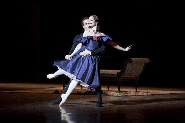 パリ国立オペラ座バレエ団『椿姫』 デュポン、ブベニチェク (C)Sébastien Mathé/Opéra national de Paris