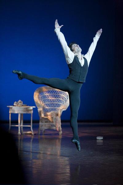 パリ国立オペラ座バレエ団『椿姫』 アルマン役のバンジャマン・ペッシュ Photos Sébastien Mathé