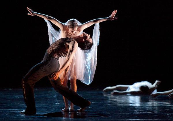 『シッダールタ』 オレリー・デュポンとニコラ・ル・ リッシュ (C) Anne Deniau/Opéra national de Paris