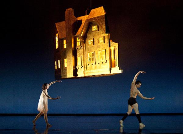 『シッダールタ』 オレリー・デュポンとニコラ・ル・リッシュ (C)Anne Deniau/Opéra national de Paris