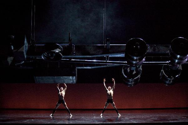 『シッダールタ』 ステファン・ブリヨンとニコラ・ル・リッシュ (C)Anne Deniau/Opéra national de Paris