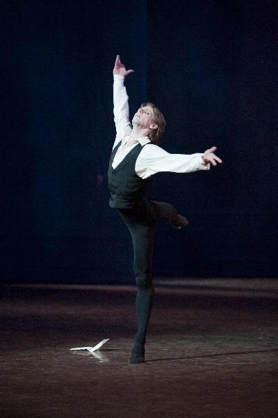 パリ国立オペラ座バレエ団『椿姫』 アルマン役のカール・パケット Photo Sébastien Mathé