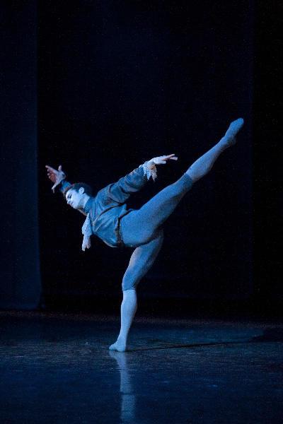パリ国立オペラ座バレエ団『椿姫』 デ・グリュー役のマティアス・エイマン Photo Sébastien Mathé