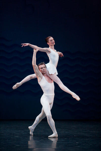 パリ国立オペラ座バレエ団『アン・ソル』 オーレリー・デュポン、ニコラ・ル・リッシュ (C)Sébastien Mathé/Opéra natianal de Paris