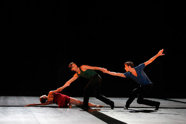 パリ国立オペラ座バレエ団『トリアード』 (C)Sébastien Mathé/Opéra natianal de Paris