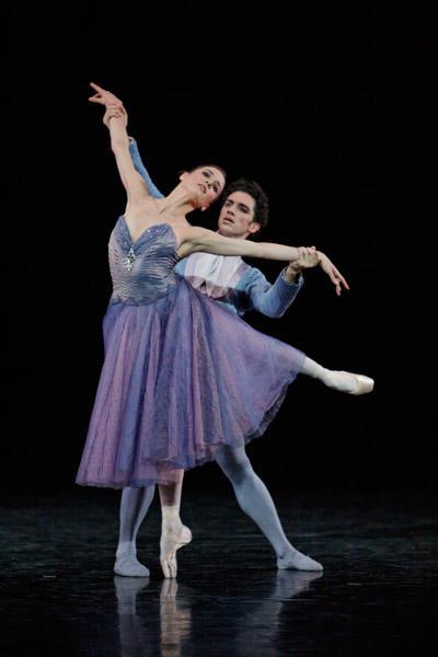 パリ国立オペラ座バレエ団『イン・ザ・ナイト』 リュドミラ・パニエロ、ジェレミー・ベランガール (C)Sébastien Mathé/Opéra natianal de Paris