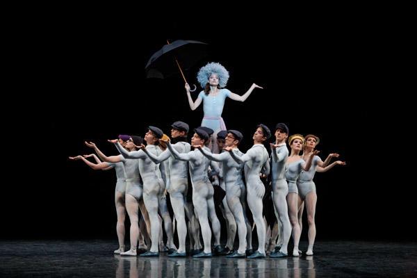 パリ国立オペラ座バレエ団『コンサート』 ドロテ・ジルベール (C)Sébastien Mathé/Opéra national de Paris
