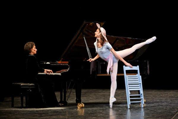 パリ国立オペラ座バレエ団『コンサート』 ドロテ・ジルベール (C)Sébastien Mathé/Opéra natianal de Paris