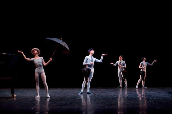 パリ国立オペラ座バレエ団『コンサート』 (C)Sébastien Mathé/Opéra natianal de Paris
