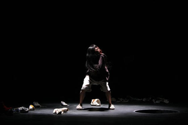SePT独舞vol.20 黒田育世×飴屋法水「ソコバケツノソコ」 photo by Yohta Kataoka