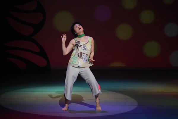 珍しいキノコ舞踊団「私が踊るとき」 写真:片岡陽太