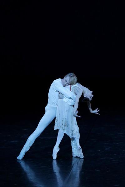 「ロミオとジュリエット」より第1幕のパ・ド・ドゥ マリア・アイシュヴァルト マライン・ラドメーカー photo:Kiyonori Hasegawa