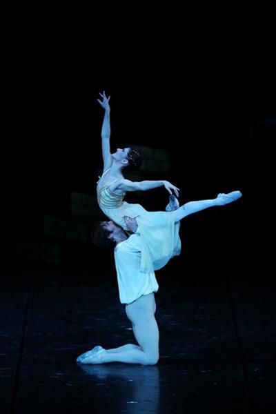「ロミオとジュリエット」より第1幕のパ・ド・ドゥ アリーナ・コジョカル ヨハン・コボー photo:Kiyonori Hasegawa