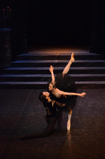 上海バレエ団「白鳥の湖」 撮影/山本成夫