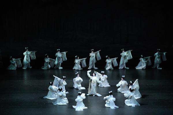 「日本舞踊×オーケストラ-伝統の競演-」 『レ・シルフィード』(c)青柳聡 写真提供:東京文化会館