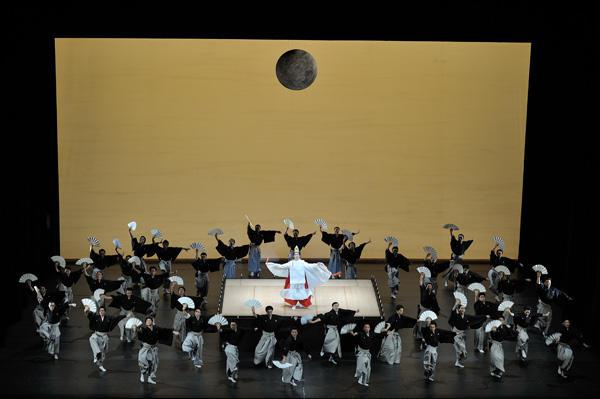 「日本舞踊×オーケストラ-伝統の競演-」 『ボレロ』(c)青柳聡 写真提供:東京文化会館