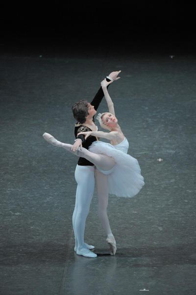 日本バレエ協会 アレキサンドル・ゴルスキー版『白鳥の湖』
