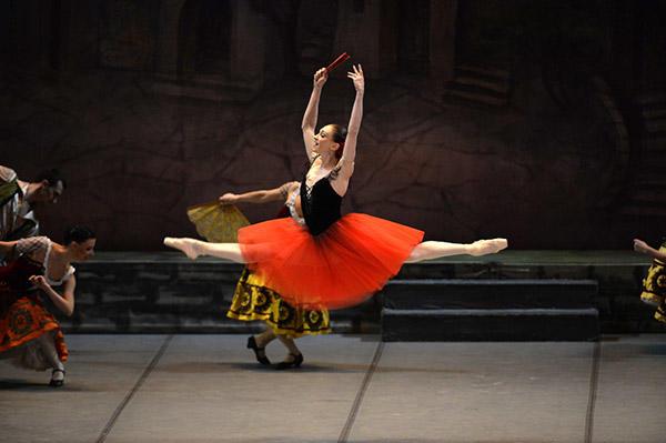キエフ・バレエ『ドン・キホーテ』 写真:瀬戸秀美 写真提供:KORANSHA