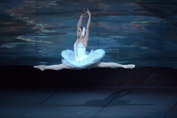 キエフ・バレエ『白鳥の湖』 写真:瀬戸秀美 写真提供:KORANSHA