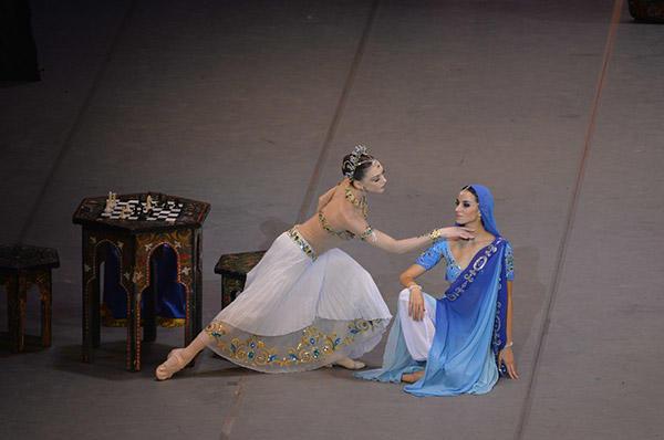 キエフ・バレエ『バヤデルカ』 写真:瀬戸秀美 写真提供:KORANSHA