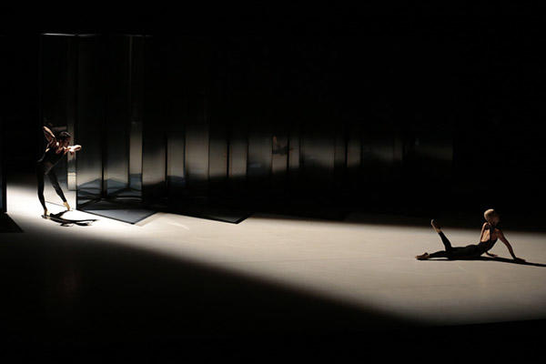 Noism1『PLAY 2 PLAY--干渉する次元』(改訂版再演)撮影:篠山紀信