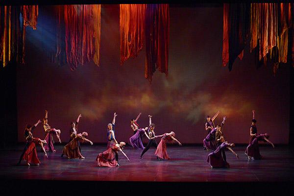 『ジプシーダンス』撮影:鹿摩隆司