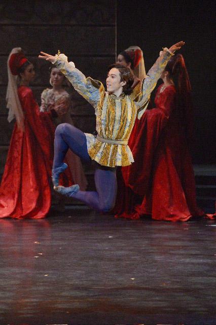 東京シティ・バレエ団『ロミオとジュリエット』 マキューシオ:高井将伍 撮影:鹿摩隆司
