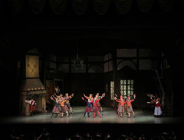 パリ・オペラ座のティボーとデンマーク王立バレエのダンサーを主軸にブルノンヴィル作品を上演