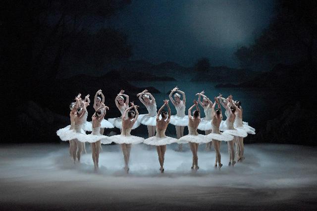 「白鳥の湖」 撮影/鹿摩隆司