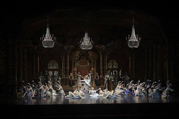 NHKバレエの饗宴2015 新国立劇場バレエ団/「眠りの森の美女」から第3幕 撮影/瀬戸秀美