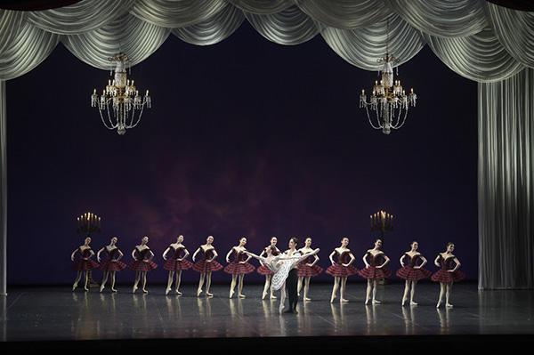 NHKバレエの饗宴2015 牧阿佐美バレヱ団/「パキータ」 撮影/瀬戸秀美