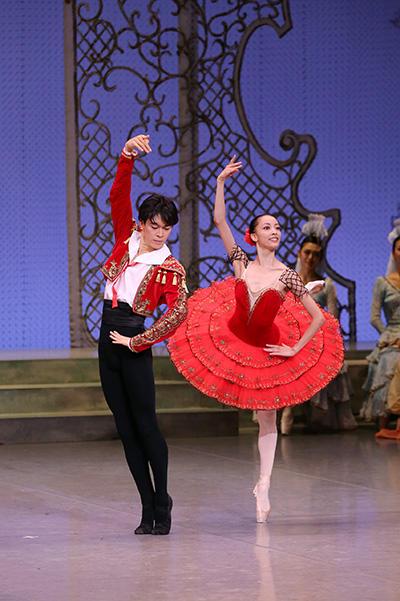 東京バレエ団 子どものためのバレエ『ドン・キホーテの夢』撮影:長谷川 清徳