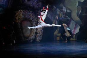 NBAバレエ団『くるみ割り人形』 撮影/吉川幸次郎