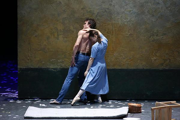 ハンブルク・バレエ団『リリオム - 回転木馬』撮影:長谷川 清徳