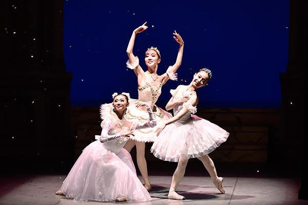 「Ballet Princess 〜バレエの世界のお姫様たち〜」 米沢唯、木村優里、池田理沙子 撮影/瀬戸秀美