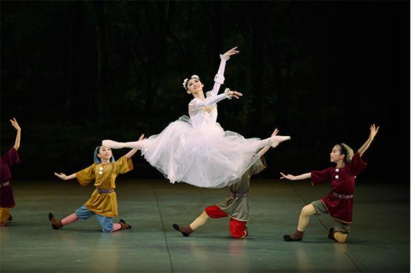 「Ballet Princess 〜バレエの世界のお姫様たち〜」 木村優里 撮影/瀬戸秀美