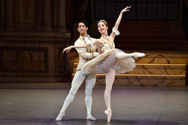 「Ballet Princess 〜バレエの世界のお姫様たち〜」 米沢唯、浅田良和 撮影/瀬戸秀美