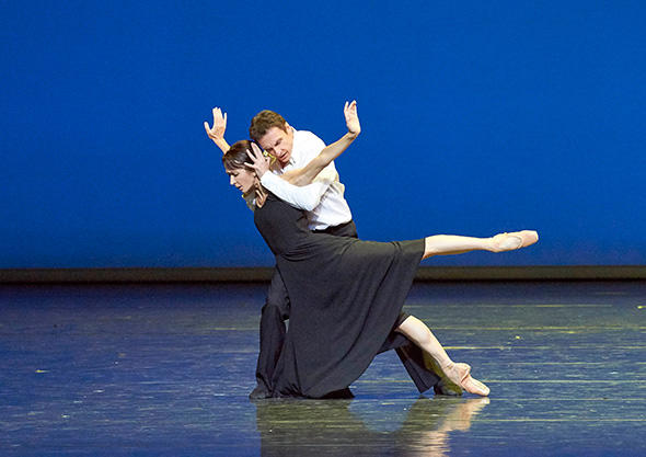 「フェアウェル・ワルツ」 イザベル・ゲラン、マニュエル・ルグリ (C)Wiener Staatsoper / Michael Pöhn ※『フェアウェル・ワルツ』は今回の公演写真ではありません